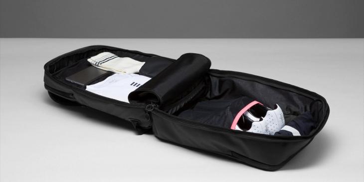 Travel Backpackにはシューズを収納するのにピッタリなポケットが用意されている