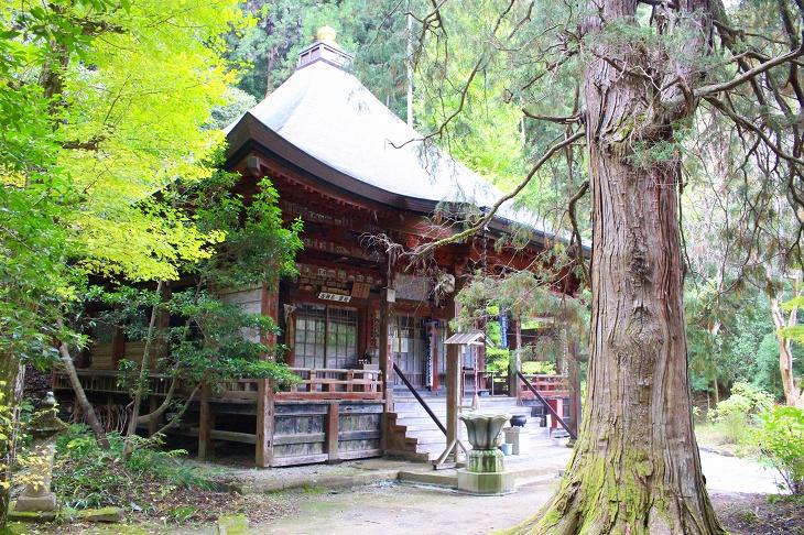鮮やかな朱色が美しい法雲寺の観音堂は1615年と江戸初期の建立です