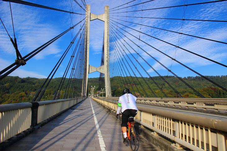 橋長530mという秩父屈指の長さを誇る秩父公園橋を通ってミューズパークへ向かいます