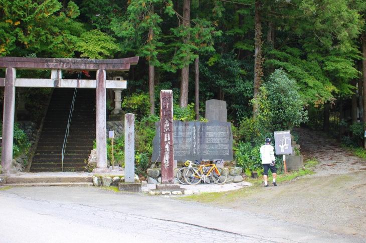 琴平神社の横道を進んでいきます