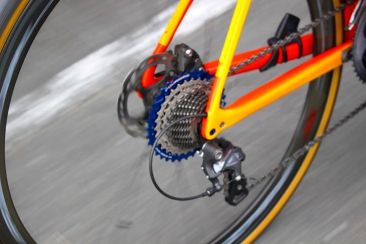 メタボ会長のバイクにはローギア側にブルーのビックギアを搭載してあります