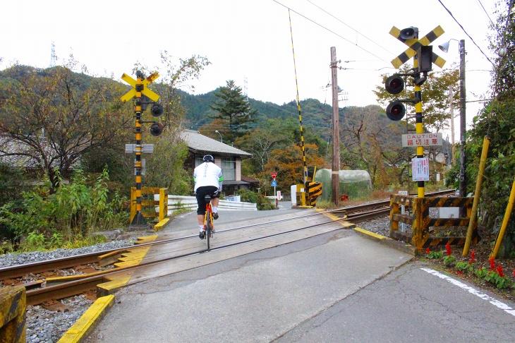 埼玉県東部の羽生駅から三峰山の麓である三峰口まで続く秩父鉄道を越えます