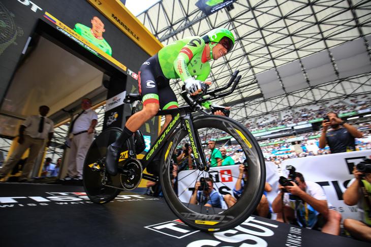 ツール・ド・フランス2017最終ステージ  前輪にUSTチューブレスのCOMETEホイールを使いTTを走ったリゴベルト・ウラン