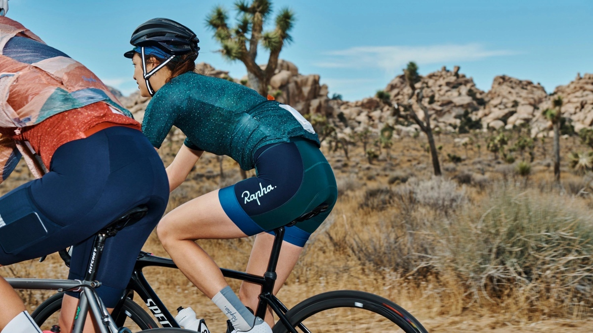 Rapha + Outdoor Voices JerseyとHigh-Waisted Padded Shortを組み合わせても良い