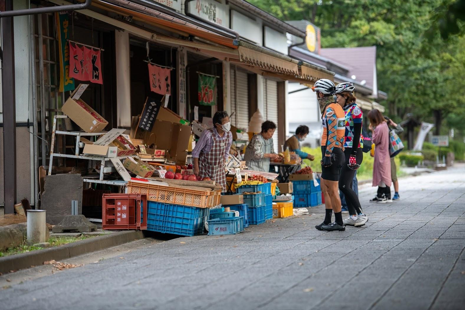 川中島古戦場公園内のフルーツ屋でお土産をゲット