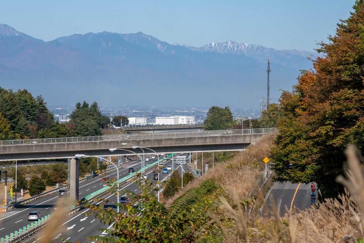 長野道の脇を走っていくと道の駅はもうすぐ