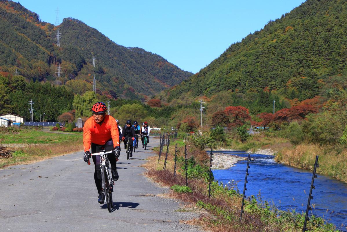 里山と小川、まさにうさぎ追いし、小鮒釣りし、といった風景だ。