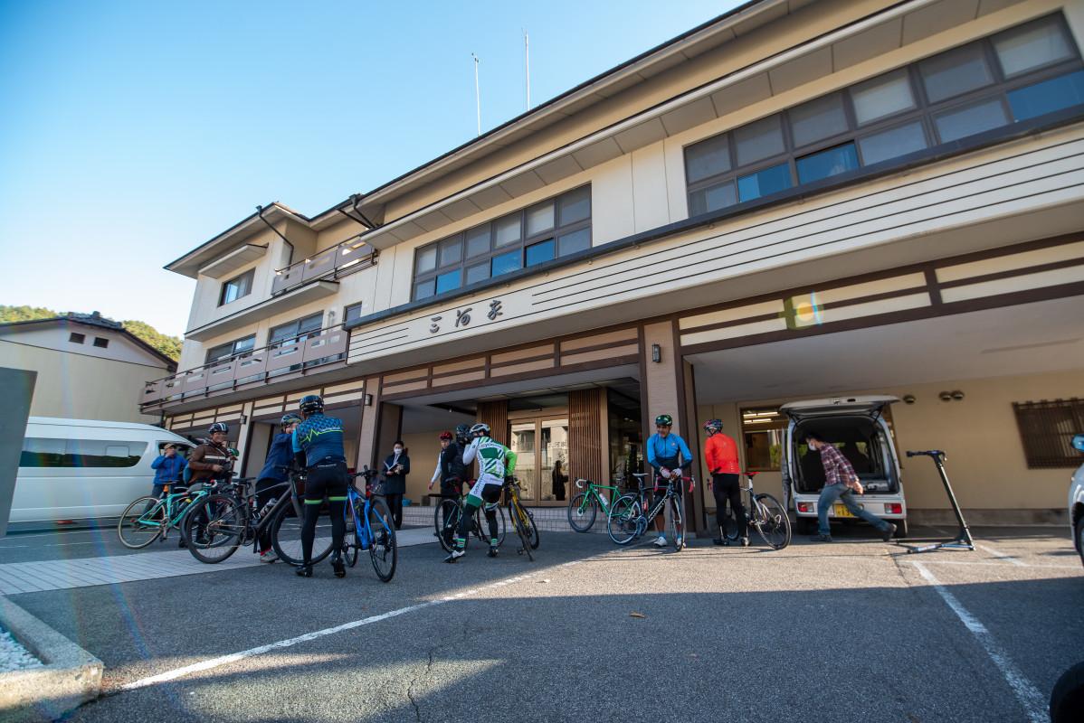 初日のお宿「三河屋」へ到着!木曽川沿いのいい雰囲気のお宿です