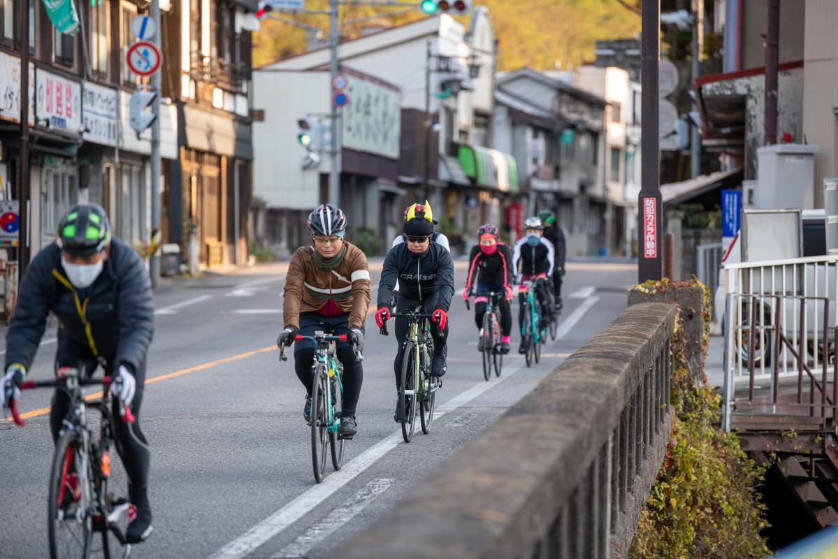 朝、気温0度に迫る木曾福島を出発