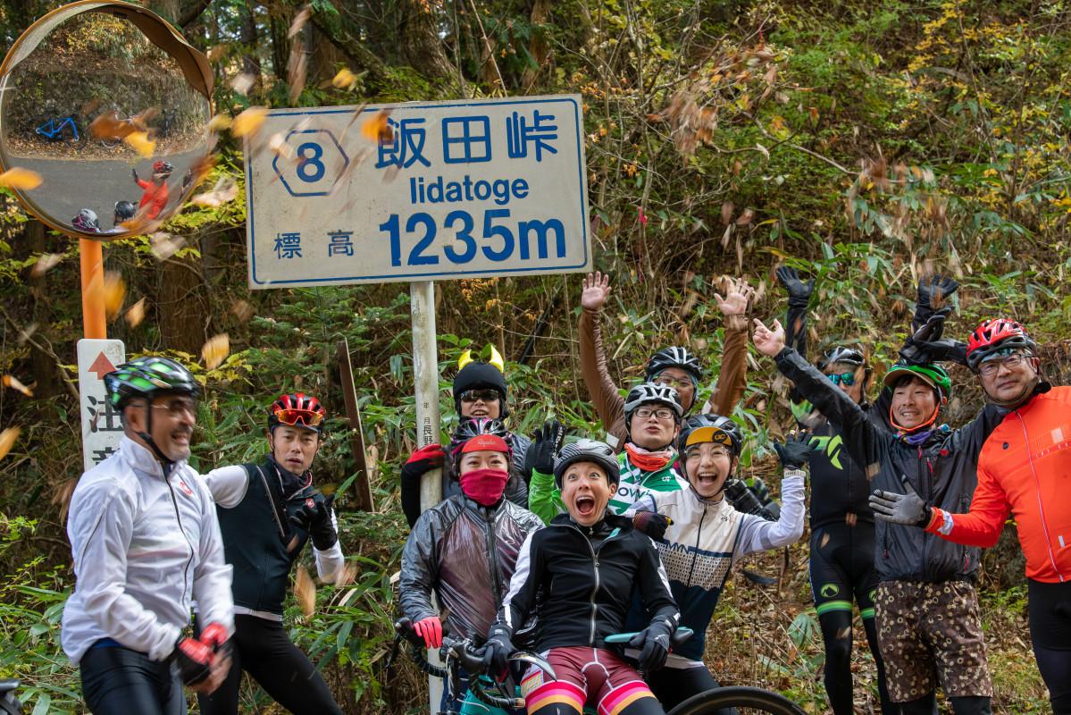 飯田峠に到着、ここからは一路ダウンヒルです。