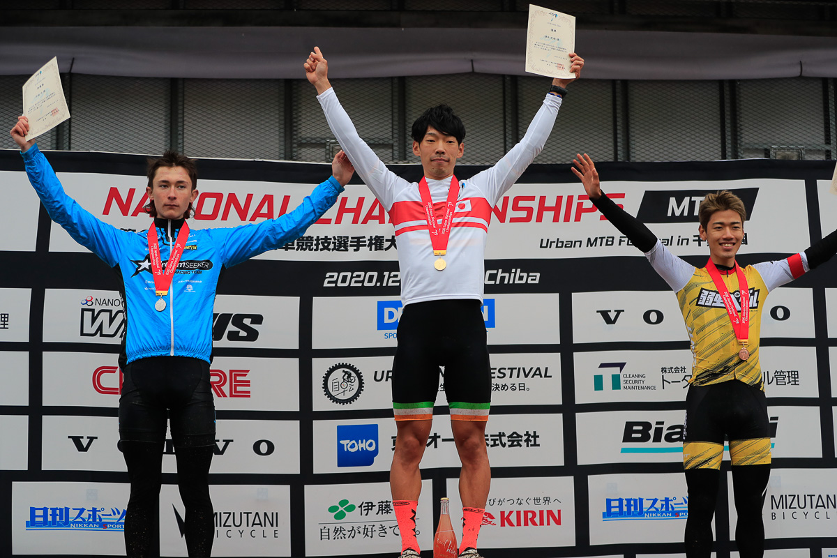 XCE Men Elite表彰  優勝は澤木紀雄(acu-power racing team)