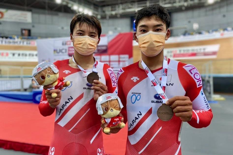 日本人史上初となる男子マディソンでのメダルを獲得した橋本英也(チームブリヂストンサイクリング/JPCU岐阜)/今村駿介(チームブリヂストンサイクリング)組
