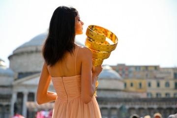 ナポリの王宮前で行なわれたチームプレゼン 207名がステージに上がる - ジロ・デ・イタリア2013チームプレゼンテーション