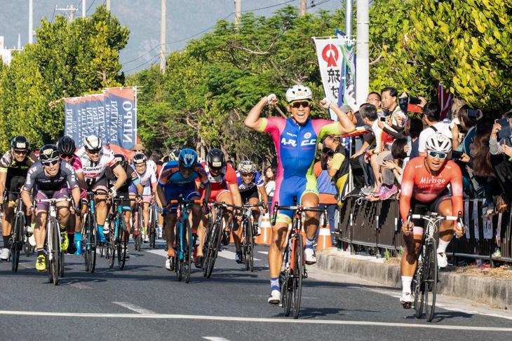 5連覇がかかったおきなわ市民50km ライバルとの一騎打ちもベストポジションで競り勝つ