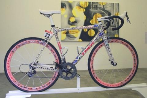 アームストロングのアートバイク7台が競売 約1億1千4百万円で落札され ...