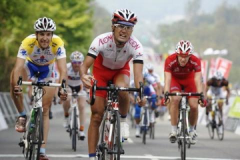 最難関ステージでフーシンニンが44km独走勝利 綾部勇成が3位入賞